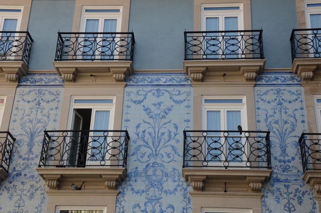 lisbon tiles building
